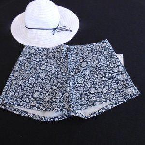 AMERICAN EAGLE STRETCH Cuffed Shorts  (6) - NWT